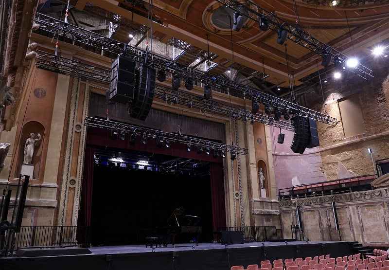 Two hangs of nine Kara are flanked by three SB18 subs, with two X15 HiQ as out fill provide coverage for the entire auditorium.