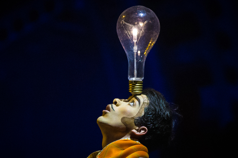 Marc Andre Roy from Cirque du Soleil used a tiny RC4Magic DMX2micro wireless dimmer to drive the LED in this lightbulb without impactingthe piece's balance for the performer.